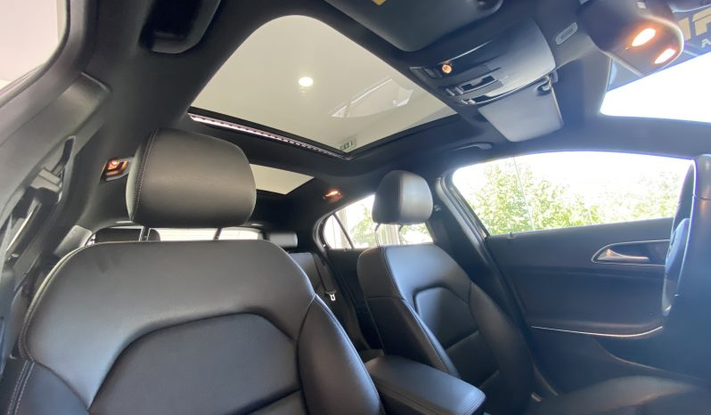 Mercedes Benz GLA 180d Style completo